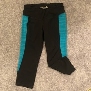 Old Navy Active Fitted Leggings. Size Medium
